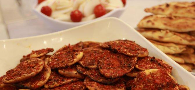 1.tarsus-gastronomi-ve-arastirma-gunleri,-st.-paul-kuyusu-meydani-007.jpg
