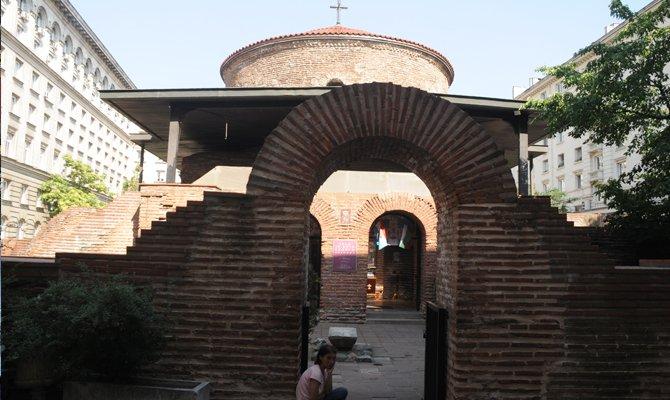aziz-george-rotunda-kilisesi-001.jpg