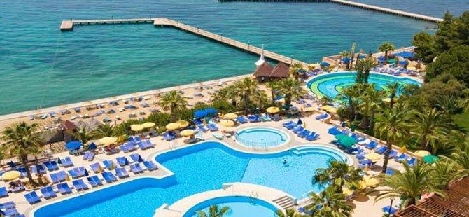 fantasia-de-luxe-hotel-001.jpg