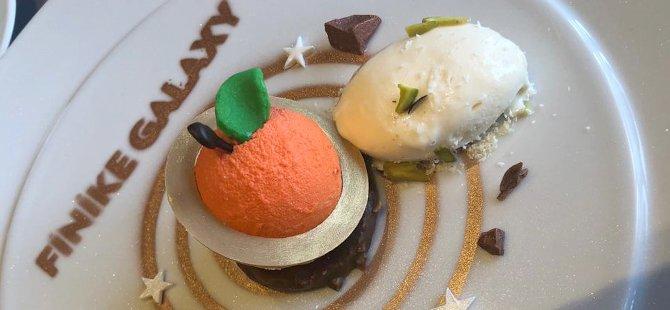 giresun-findikli-sunger-kek-uzerinde-beyaz-cikolatali,-finike-portakalli-kure,-safranbolu-lokumlu-dondurma.jpg