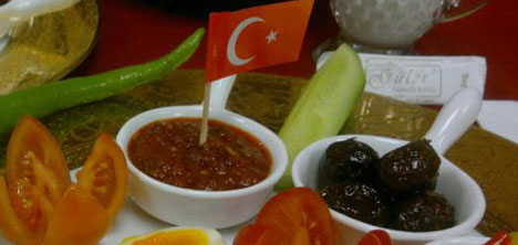 guler-osmali-mutfagi,tarihi-kahvalti,osmanli-kahvalti-sofrasi,ali-guler2.jpg