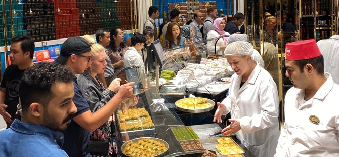 hafiz-mustafa-osmanlinin-meshur-lezzetleri-tatlici-001.jpg