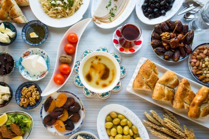 iftar-sofralarinin-sicacik-lezzeti-ramazan-pidesi.jpg