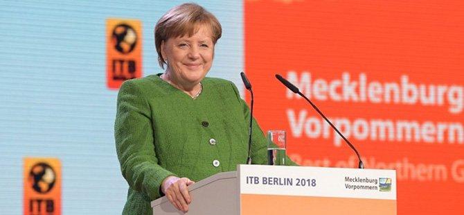 itb-berlin-turizm-borsasi-2018,-almanya-basbakani-angela-merkel-2-x.jpg