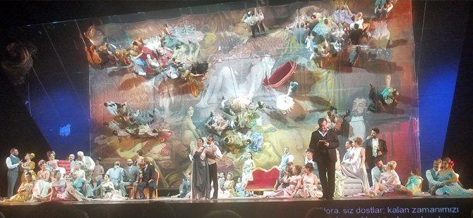 la-traviata-operasi,serdar-kalmaz,-turk-soprano-burcu-uyar,-la-scala,-deutsche-oper-in-berlin,-marinsky-theater,-georgio-oniani,-wienstaatsoper,-opera-de-paris,-covent-garden-teatro-dell,-001.jpg