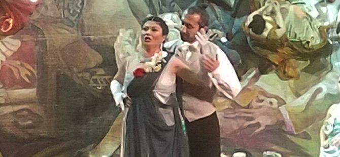la-traviata-operasi,serdar-kalmaz,-turk-soprano-burcu-uyar,-la-scala,-deutsche-oper-in-berlin,-marinsky-theater,-georgio-oniani,-wienstaatsoper,-opera-de-paris,-covent-garden-teatro-dell,.jpg
