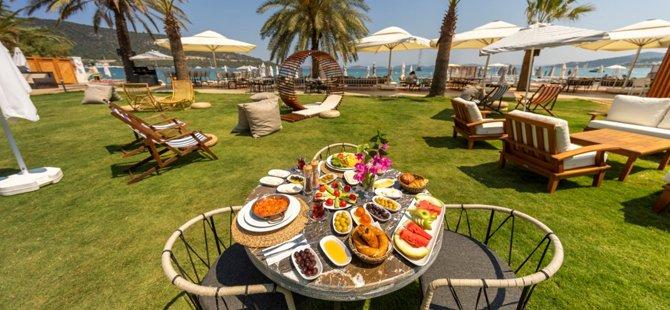 moyo-beach-hotel-002.jpg