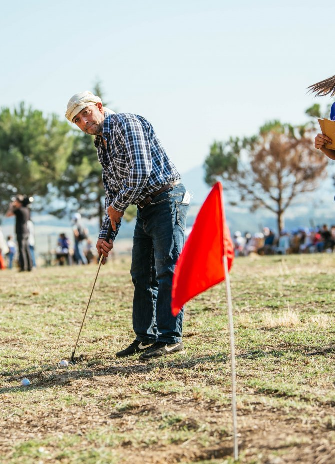 suat-ari-denizlinin-eziler-koyunde-golf-turnuvasi.jpg