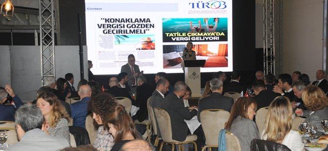 turob-baskani-muberra-eresin-mustafa-demirelli-beyoglu-belediye-baskani-haydar-ali-yildiz-istanbul-kultur-ve-turizm-muduru-coskun-yilmaz-thy-yurtici-satis-baskani-emre-menevse-ibb-istanbul-turizm-platformu-koordinatoru-cumhur-guven-tasbasi-001.jpg