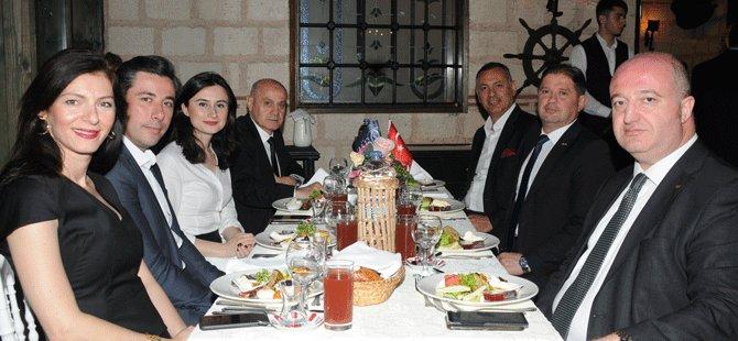 turob-iftar-yemegi,-b.w.-citadel-hotel,istanbul-emniyet-mudur-yardimcisi-murat-cetin,turob-baskani-muberra-eresin,uluyhan-ugurlu,suleyman-cetinsaya,recep-arifoglu-007.png